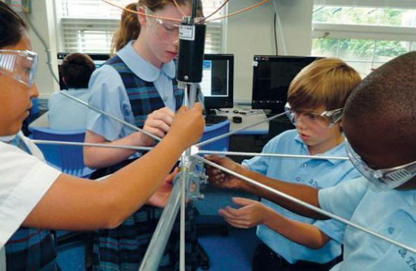 stm-students-designing-antenna-to-receive-data-from-stmsat-1-credit-stm